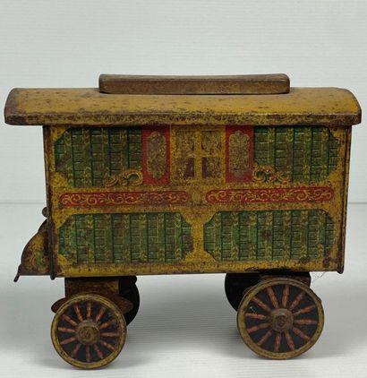 A W. & R. Jacob & Co Ltd.  Boite à biscuit en forme de caravane gitane.  Marquée...