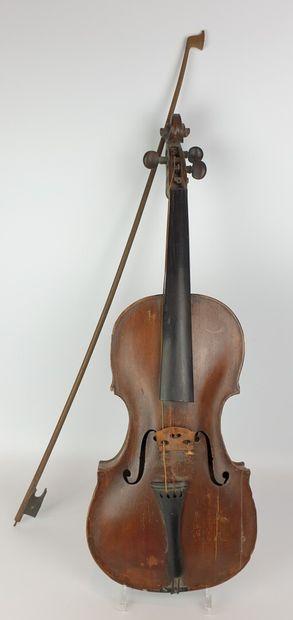 Violon d'étude et un archet.  L_ 35,5 cm...