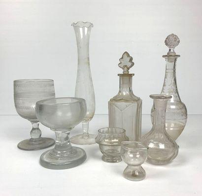 Ensemble de huit verreries anciennes comprenant...