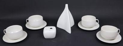 VIREBENT (Manufacture de).  Ensemble de porcelaines...