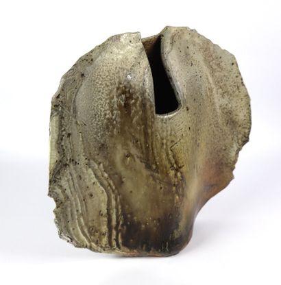 François GUENEAU (né en 1937).  Vase sculpture...