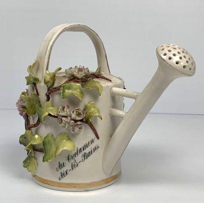 Arrosoir publicitaire en porcelaine, à décor...
