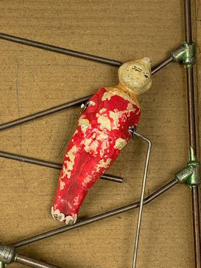 PINTEL PF PARIS.  Les voltigeurs.  Jouet en composition peinte et métal.  Début...