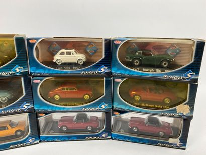 SOLIDO.  Lot de 9 véhicules miniatures 1/43e.  Boîtes d'origine ; dont COCCINELLE...