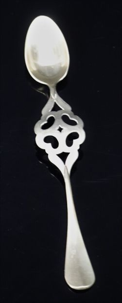 Suite de quatre cuillères à absinthe Guichard en métal.  Vers 1900.  L_19 cm