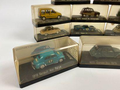 SOLIDO.  Lot de 12 véhicules miniatures 1/43e.  Boîtes d'origine ; dont CITROEN...
