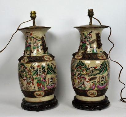 CHINE, Nankin.  Paire de vases monté en lampe,...