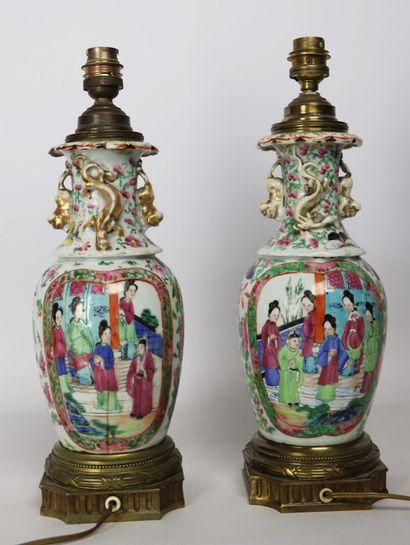 CHINE, Canton.  Paire de vases en porcelaine à décor polychrome, montures en bronze...