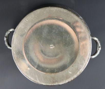 Seau à champagne en métal argenté.  H_20.8 cm L_23.5 cm.