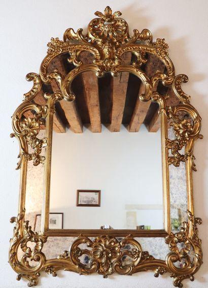 Miroir à parecloses en bois doré  Style Régence...