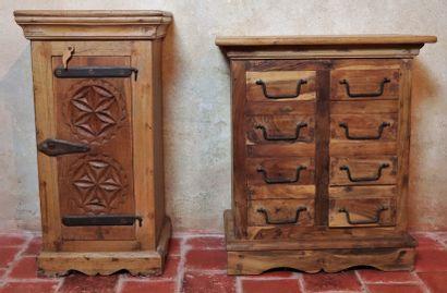 Deux meubles de chevet en bois sculpté, l'un...