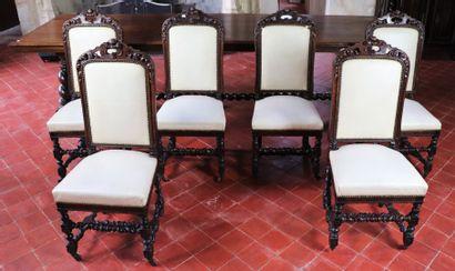 Suite de six chaises en chêne mouluré et...