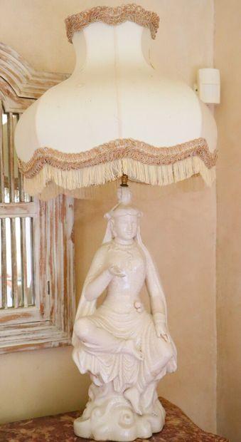 Lampe en céramique craquelée figurant une...