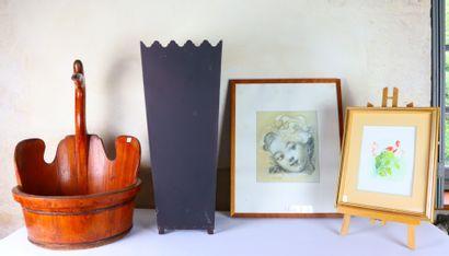 Vase en tôle peinte , bassine en bois teinté...