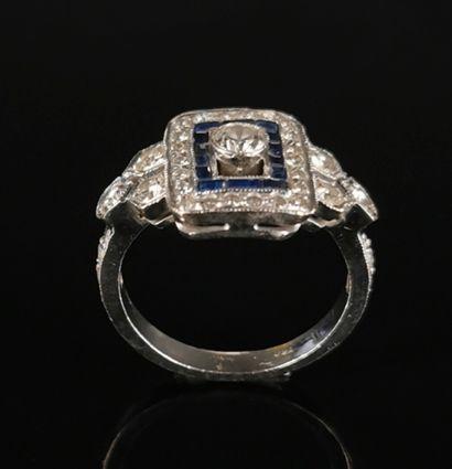 Bague en or blanc ornée de diamants et de...