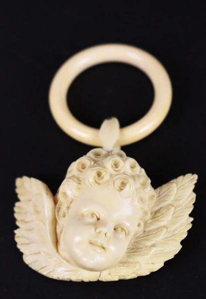 Elément de berceau en ivoire rsculpté représentant...