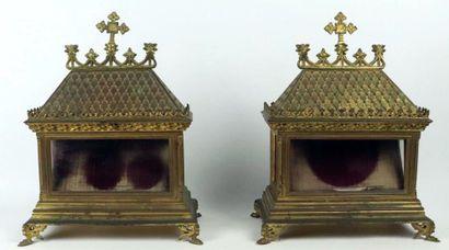 Paire de châsses-reliquaires en métal doré,...