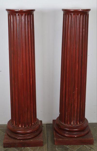 Paire de colonnes cannelées en bois et stuc...