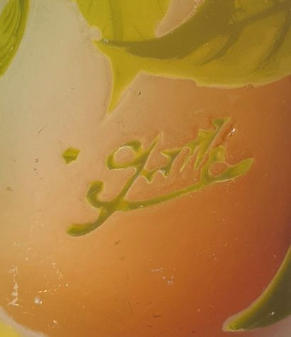 Etablissements GALLE.  Vase piriforme en verre multicouche à décor de feuillages,...