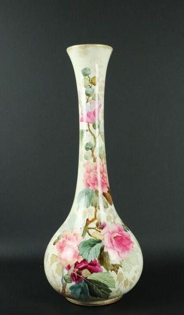 ROYAL BONN, ENGLAND.  Vase en porcelaine...
