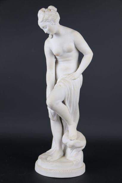 FALCONET, d'après.  Baigneuse.  Statue en...
