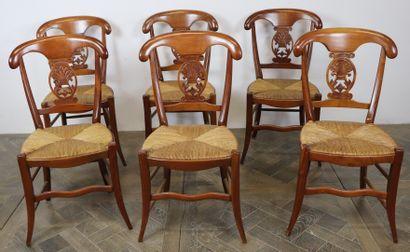 Suite de six chaises en merisier mouluré,...