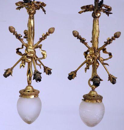 Paire de lustres en bronze doré à trois lumières...