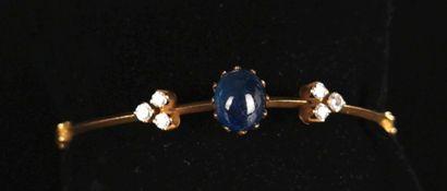 Bracelet rigide en or jaune orné d'un cabochon...