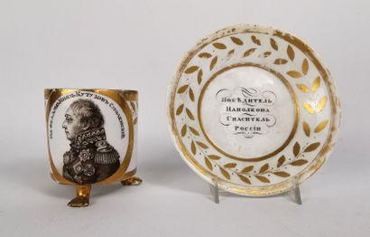 RUSSIE.  Tasse à portrait en porcelaine blanche...