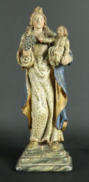 Vierge à l'enfant en bois sculpté et polychrome....