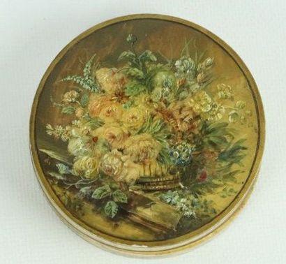 Boîte circulaire en ivoire à décor peint...