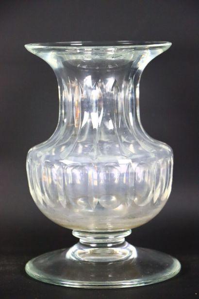SAINT-LOUIS.  Vase pansu à col cintré en...
