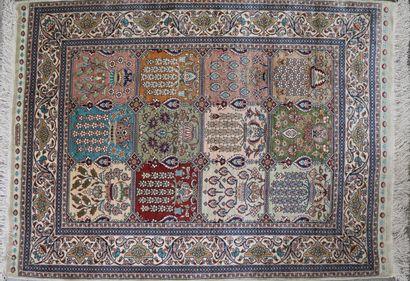 IRAN,  Tapis en laine à décor de jardin,...