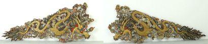 CHINE.  Paire d'importants motifs ornementaux...