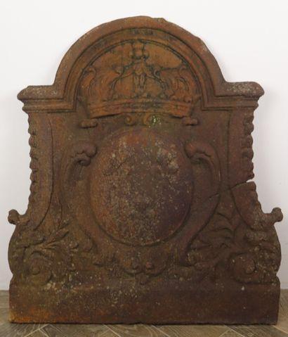 Plaque de cheminée en fonte à décors des...
