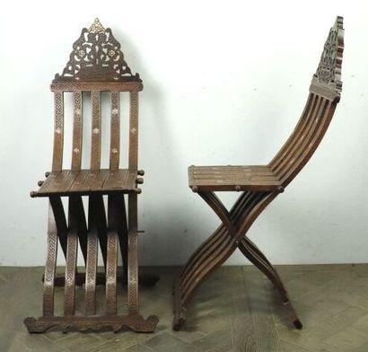 SYRIE.  Paire de chaises pliantes en bois...