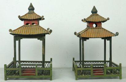 Ensemble de deux pagodes en bois polychrome,...