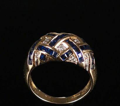 Bague en or jaune ornée de diamants et de...