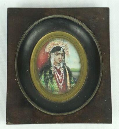 Ecole perse du XIXème siècle.  Portrait d'une...