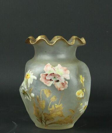 MONTJOYE-SAINT DENIS.  Vase à panse renflée...