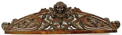 Important fronton cintré en bois sculpté...