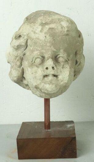 Tête d'enfant en pierre sculptée.  XVIème...