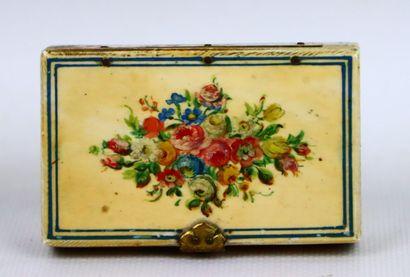 Boîte en ivoire à décor peint et en vernis...