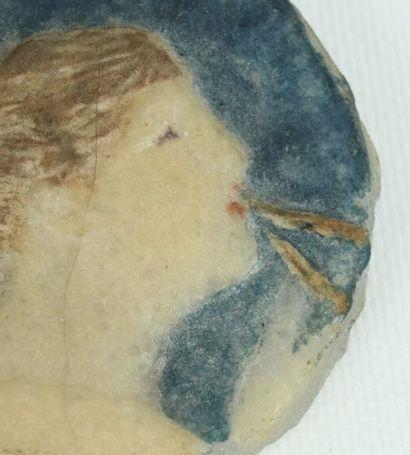 Henri CROS (1840-1907).  Médaillon circulaire en pâte de verre figurant une femme...