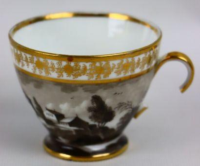 PARIS, Manufacture de Locré.  Partie de service à thé et à café en porcelaine à...