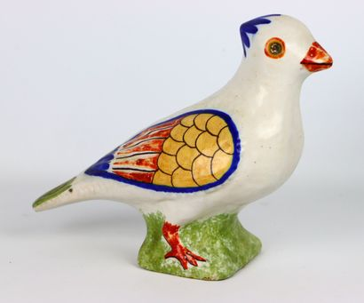 NEVERS.  Pigeon de faitage en faïence polychrome....