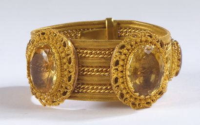 BRACELET large en or jaune tressé orné de...