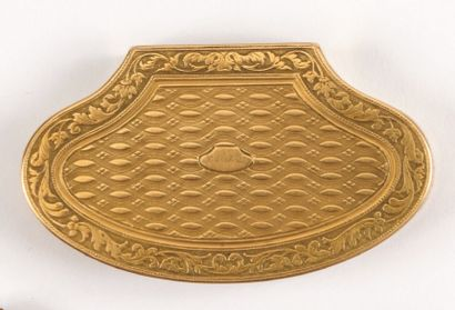 Petite BOITE de forme rognon en or jaune...