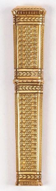 ETUI à cire en or jaune à décor de vaguelettes...