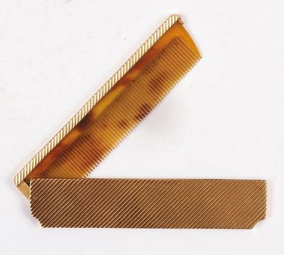 PEIGNE rectangulaire en or jaune strié et...